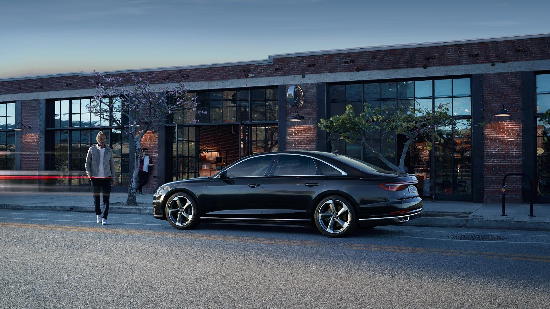 Audi A8 zijkant